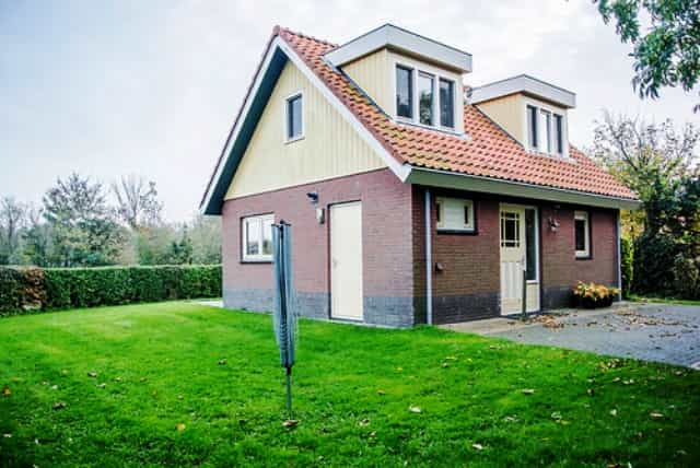 https://www.particulierevakantiewoningennederland.nl/images/images/0753/0753Bungalow1.jpg